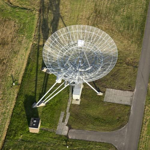 Luchtfoto Westerbork, antenne van de radiosterrenwacht